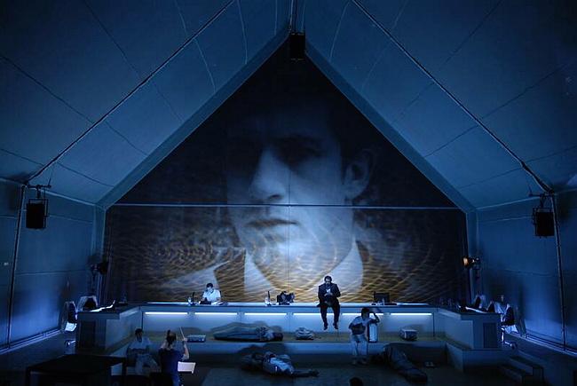 Unter Eis, opéra, livret de Falk Richter, composition de Jörn Arnecke © Arno Declair